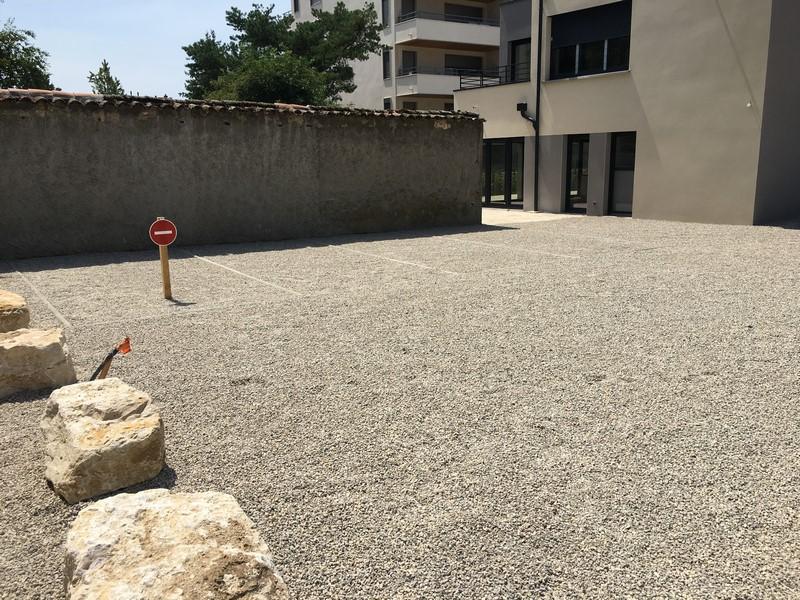 Création de cour en gravier avec parking particulier sur Caluire-et-Cuire